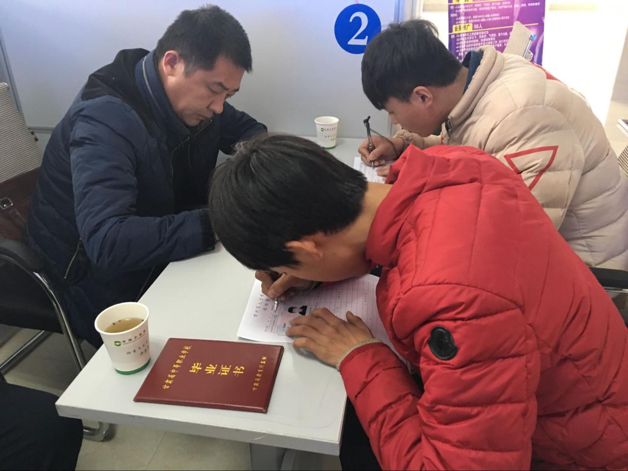 甘肃张掖:甘州区就业局成功举办2017年首场人力资源招聘会